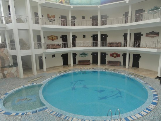 Mapple Hermitage: pool with interior