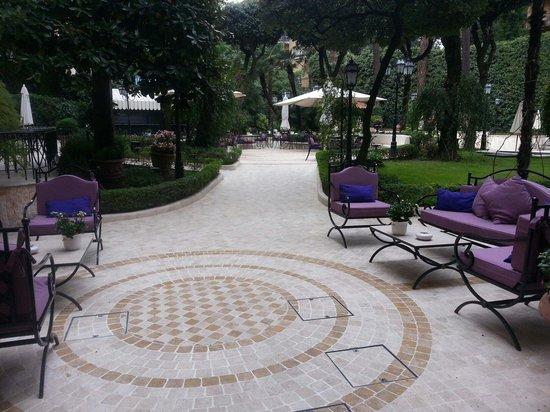 Aldrovandi Villa Borghese: Garden