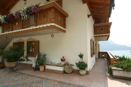 Villa La Dama Del Lago Apartments: PARTICOLARI ESTERNI