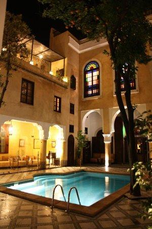 Riad Maison Bleue & Spa : リアドのプール 幻想的でした