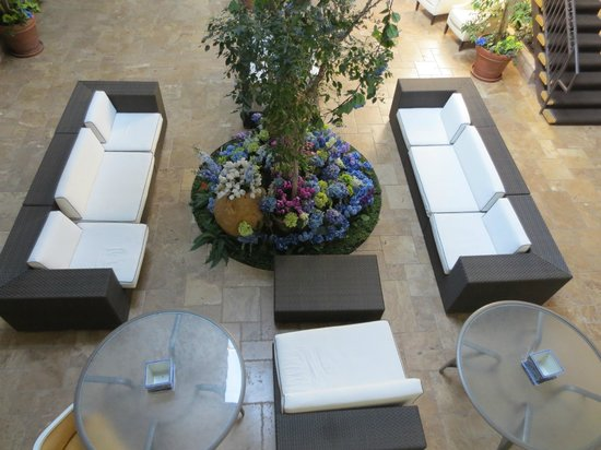 L.A. Sky Boutique Hotel: Another area to relax (courtyard)