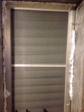"Palita Lodge: Bathroom ""window"""
