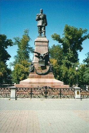 Памятник императору АлександруIII  на Ангаре в Иркутске.