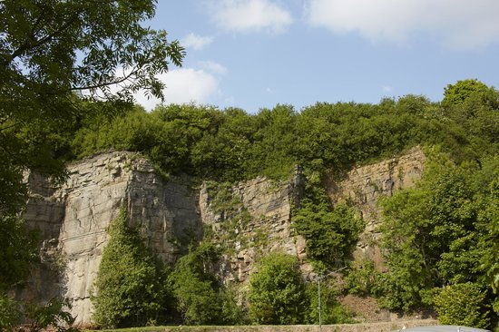 Yorkshire Dales Country Park: Quarry face