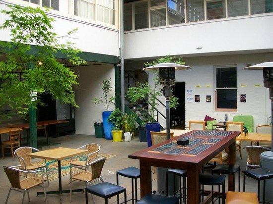 Brunswick Hotel: courtyard