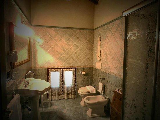Villa Lisales: bagno camera deluxe
