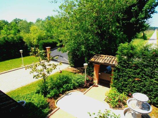 Villa Lisales: giardino esterno