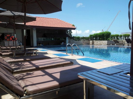 Intimate Hotel: Rooftop Pool and swim up bar