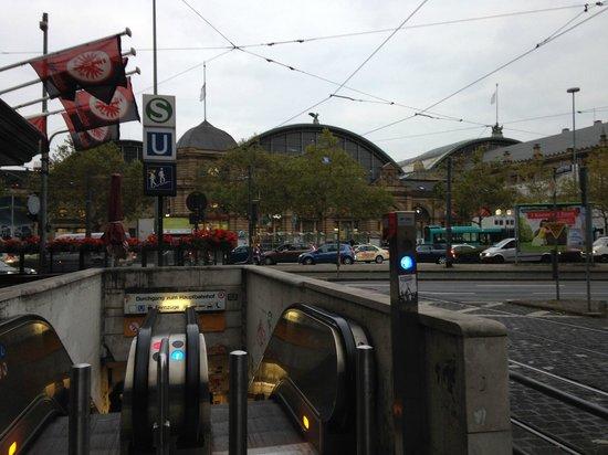 Leonardo Hotel Frankfurt City Center: the bahnhof