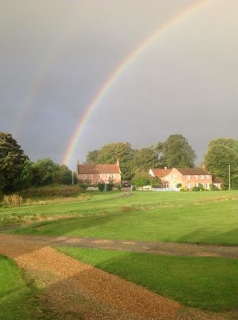 Flint House Bed & Breakfast: Morning after the rain