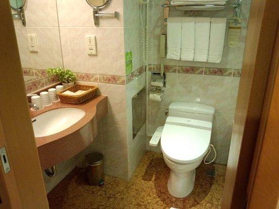 Cosmos Hotel Taipei: Washroom
