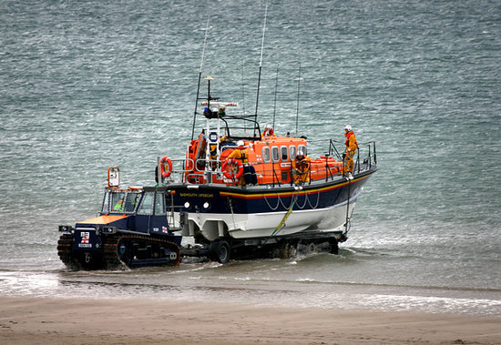 Wavecrest Guest House : The Barmouth Life Boat launching taken from Room 10