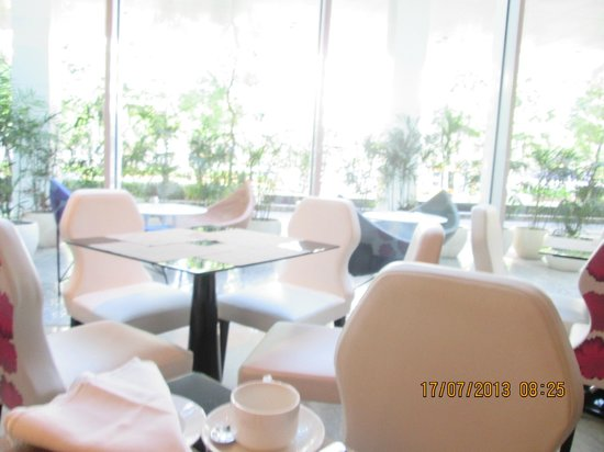JS Luwansa Hotel and Convention Center: Dining