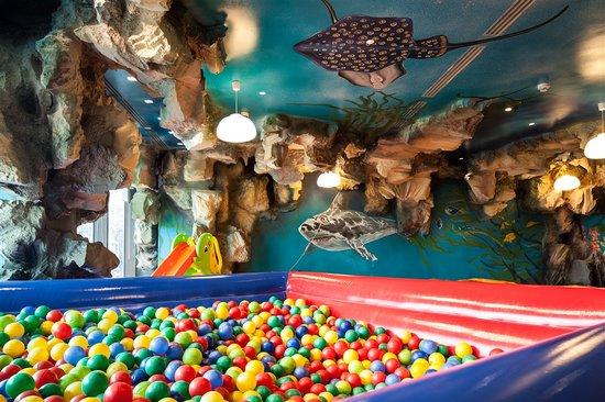 Kronwell Hotel: Happy Shark