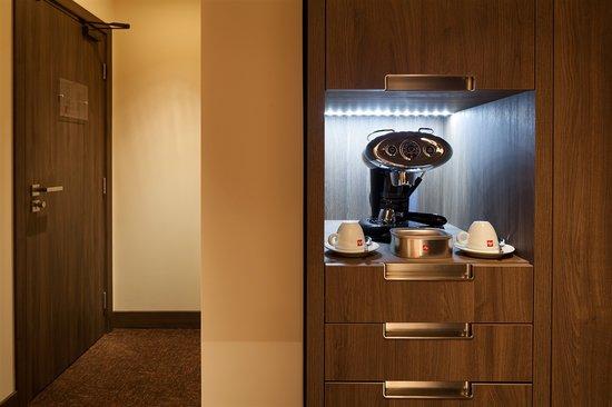 Kronwell Hotel: Espresso Machine - Executive Room