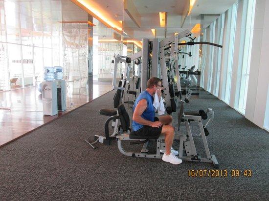 JS Luwansa Hotel and Convention Center: Fitness Area / gimnasio