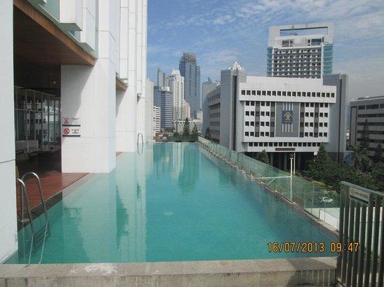 JS Luwansa Hotel and Convention Center: la piscina / kolam renang