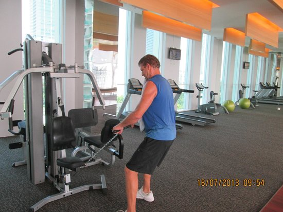 JS Luwansa Hotel and Convention Center: Fitness Centre