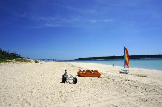 Yonaha Maehama Beach: 濃い青色の空
