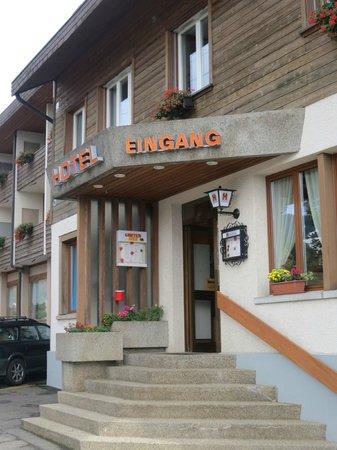 Hotel Adler: Eingang Adler Sigriswil