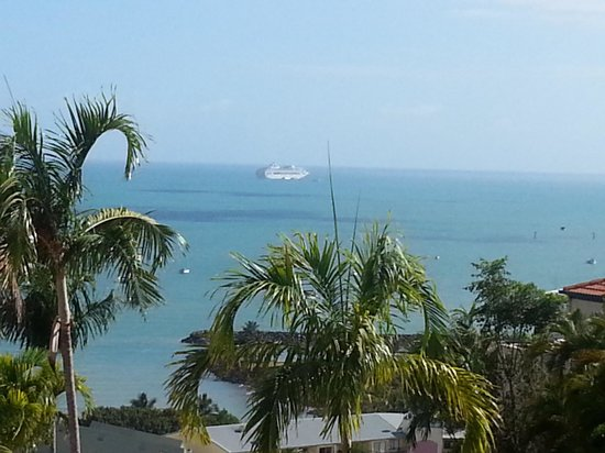 Toscana Village Resort: the day the cruise ship came into Airlie. 13th October, 2013