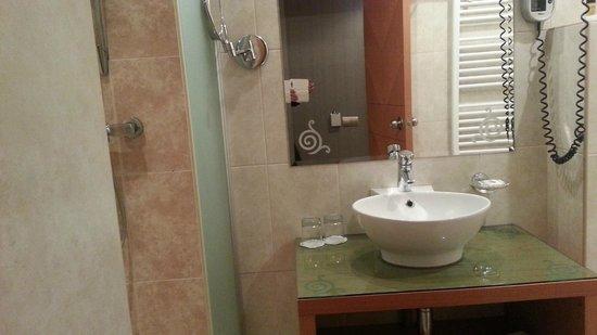 Marmara Hotel Budapest : Bathroom