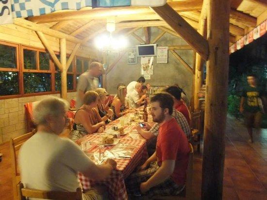 Ozturk Hotel Hisaronu : Enjoying a group meal mid week