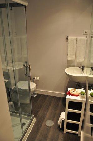 MyStay Porto: bathroom