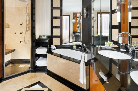 The Westin Grand Munchen: Suite Bathroom