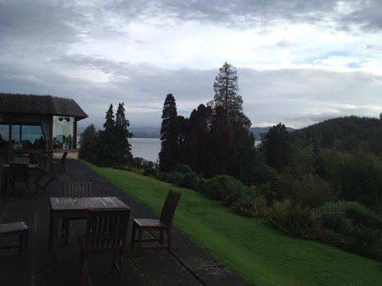 Stonefield Castle Hotel: Outside view of loch