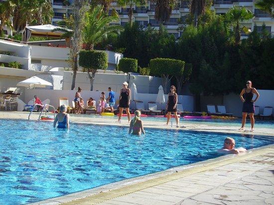 Elias Beach Hotel: kanika all stars at work