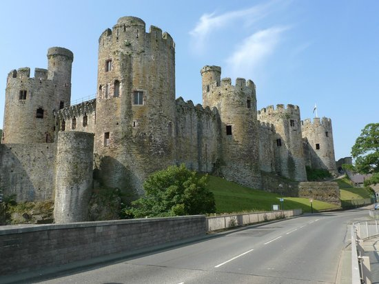 The Town House B&B Guest House: Conwy Castle