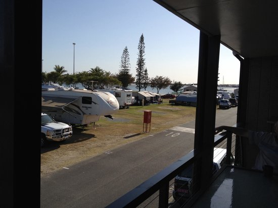 Broadwater Tourist Park: Don't forget the van