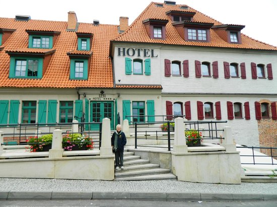 1231 Hotel : Front of Hotel 1231