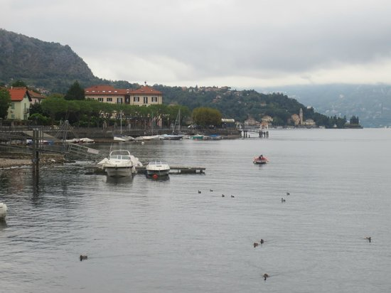 Albergo Lenno : Hotel from across the bay