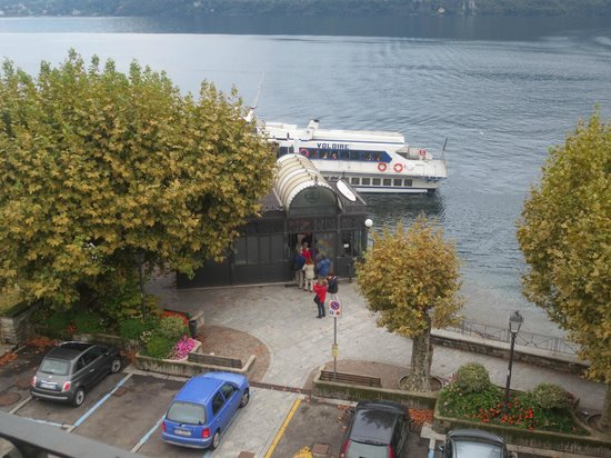 Albergo Lenno : The ferry wharf is just outside