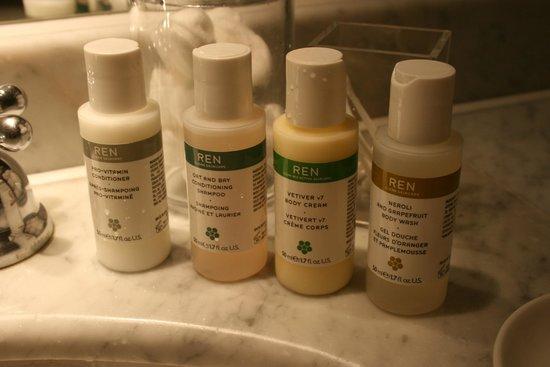 أولد بارسوناج هوتل: Bathroom products