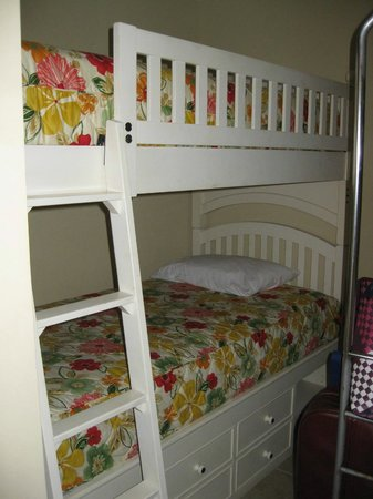 Sterling Breeze: Hall way bunks