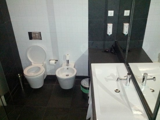 Lisbon Serviced Apartments - Praca do Municipio: Bathroom