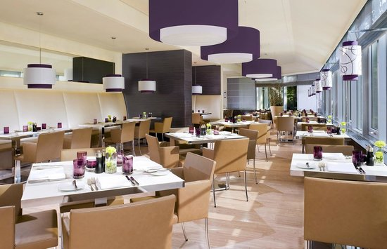 Sheraton Muenchen Arabellapark Hotel: Restaurant SixtySix Grill and Dine