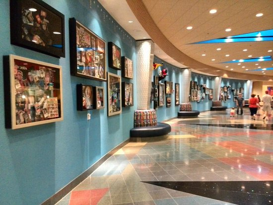 Disney's Pop Century Resort: lobby