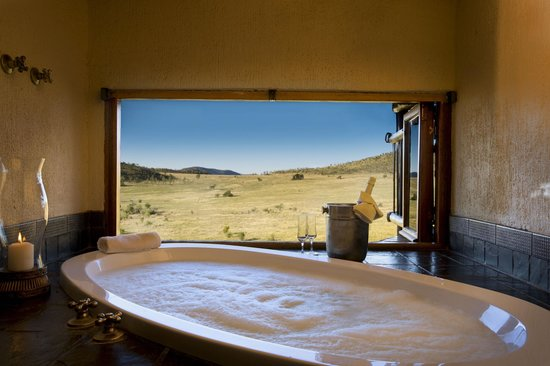 Tshukudu Bush Lodge: View from bath