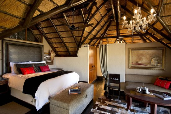Tshukudu Bush Lodge: View of chalet