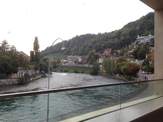 Limmathof Baden Hotel & Spa : view downstream from the balcony