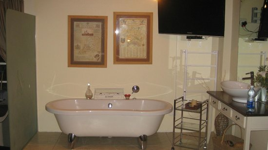Armagh Country Lodge Rafters & Spa: free standig bath in room