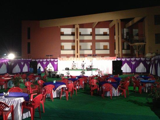 Hotel Rock Regency: Open Place Party Location
