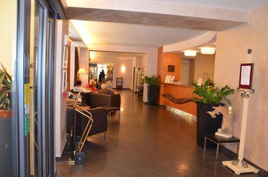 Hotel Monte Rosa: Hall d'entré de l'Hôtel