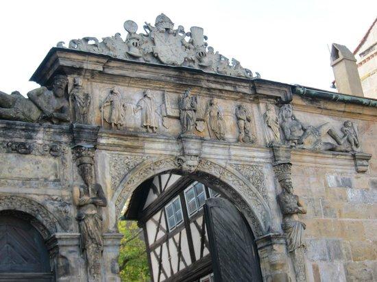 Alte Hofhaltung: Alte Hofhaltun・・・旧宮殿入り口城門も凝った造り