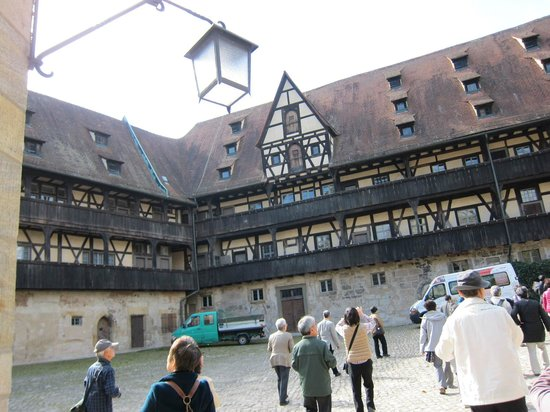 Alte Hofhaltung: Alte Hofhaltun・・・歴史を重く感じる建物