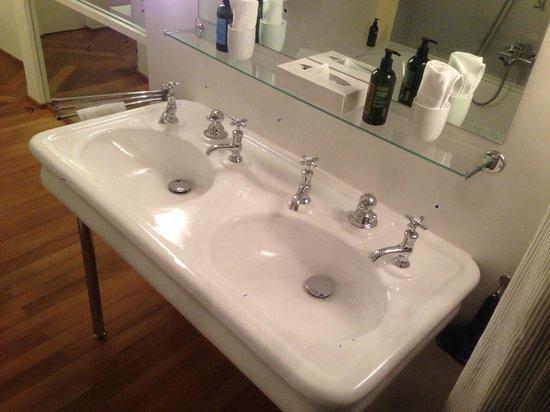 Hotel Krafft Basel: double sink